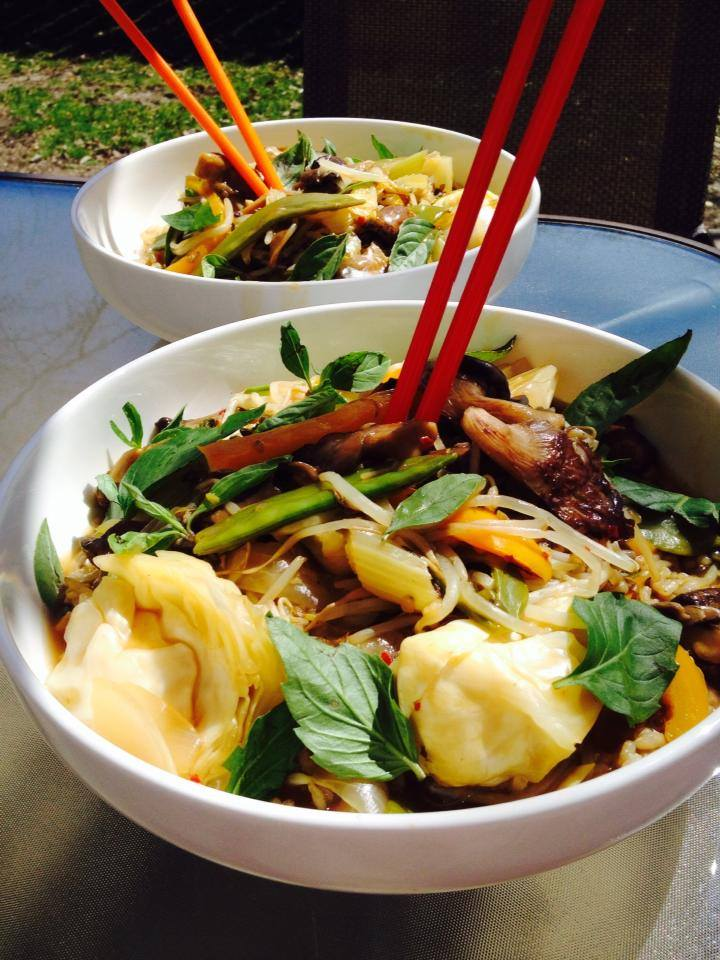 #ProtectiveDietStyle oil free stir fry outside on Chicago's first warm spring day.