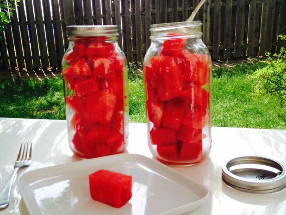 Make fruit convenient, portable and cold http://protectivediet.com/fruit-jars.html